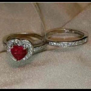 Jewelry - Heart shaped ring set